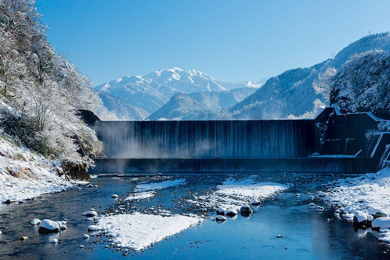 厳冬の砂防ダム